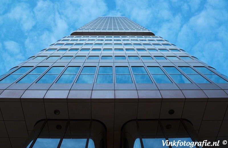 Wolkenkrabber of 406 tones of blue